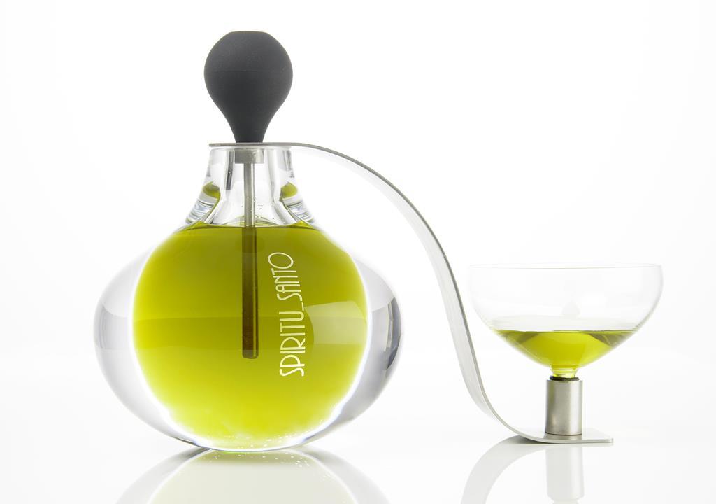 Nueva botella de diseño para el Aceite Cortijo Spiritu Santo Angela Teunissen