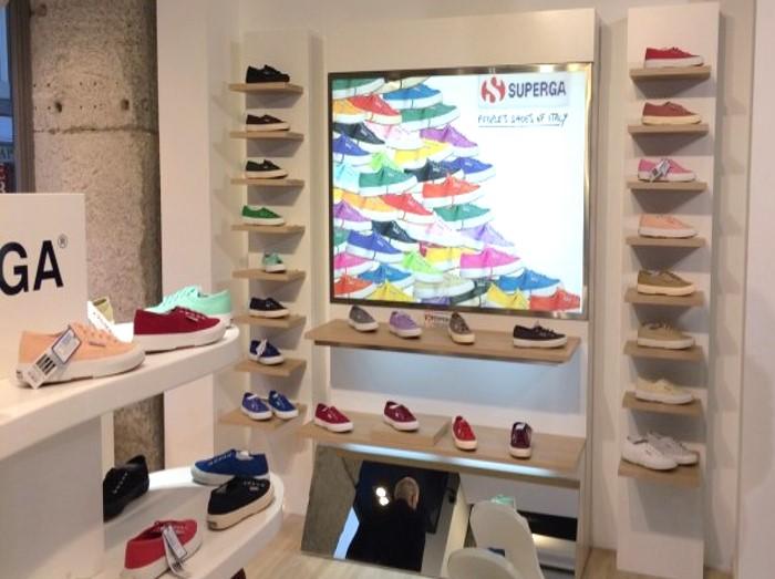 Superga colección verano en su primera tienda de Madrid